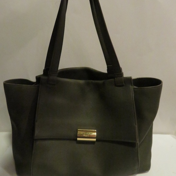 dc22f17083 SALVATORE FERRAGAMO OLIVE PEBBLED LEATHER TOTE BAG.  M 5c1000a434a4ef605edc8b12